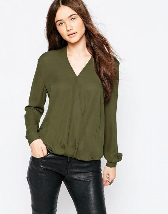 blusa verde con calza engomada