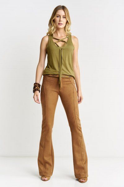 blusa verde militar de algodon y pantalon beige