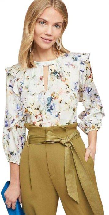 blusas floreadas para un estilo ejecutivo