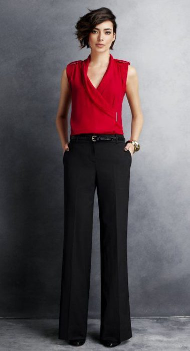 look formal con blusa roja y pantalon negro