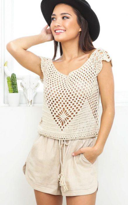 outfit de verano moderno con blusa a crochet