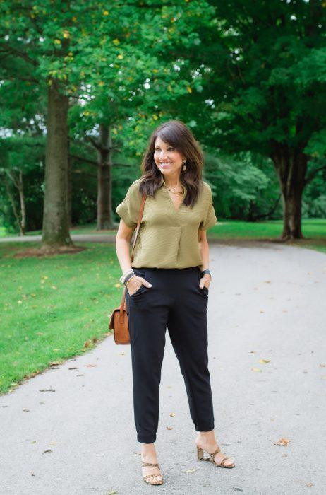 pantalon de vesti negro con lbusa militar