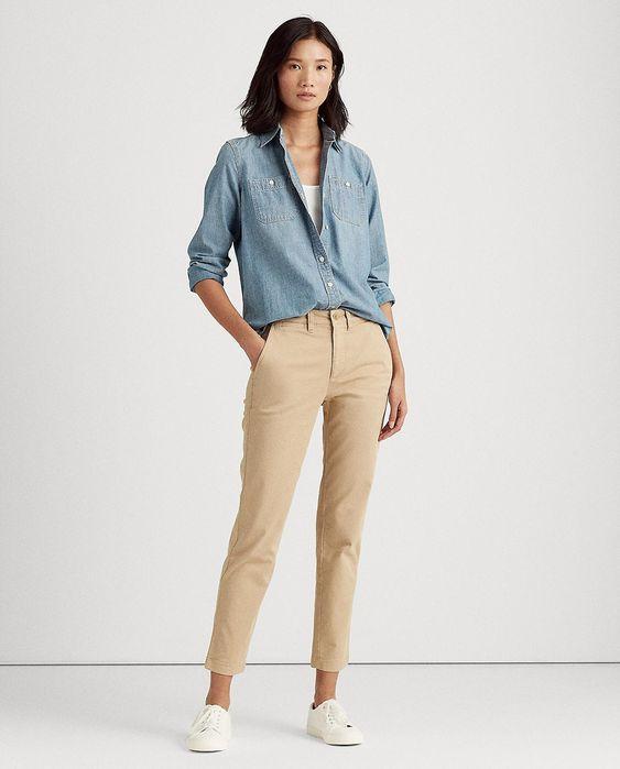 Outfits casual con pantalon chino y camisa de jeans