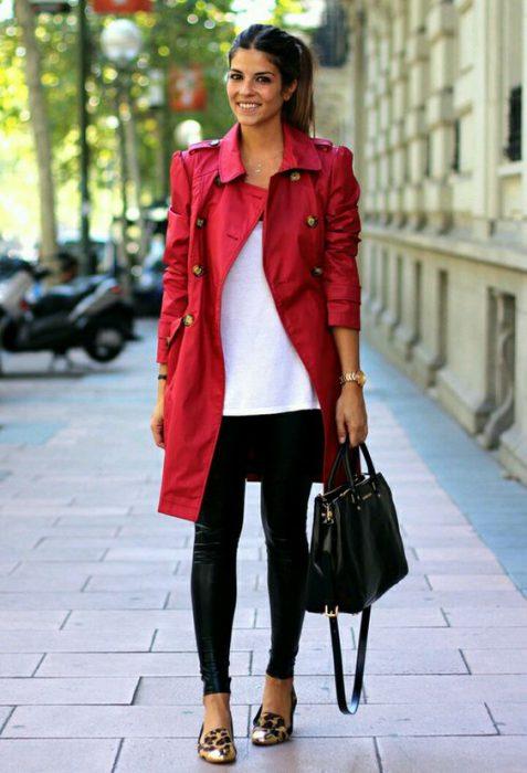 abrigo rojo gabardina casual