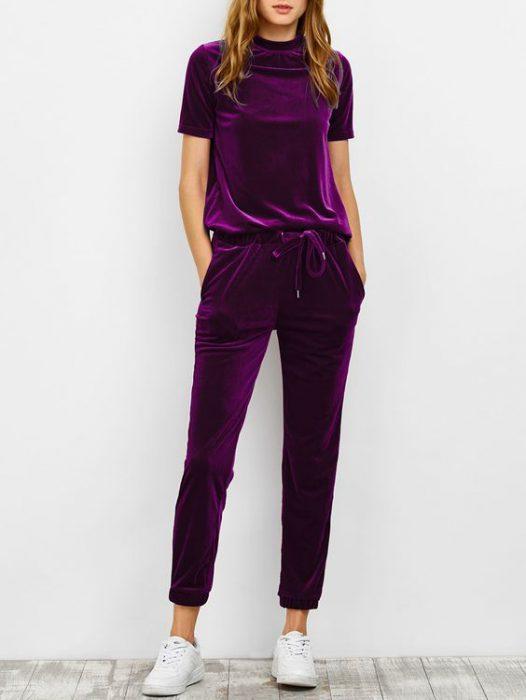 conjunto jogger violeta de terciopelo para mujer