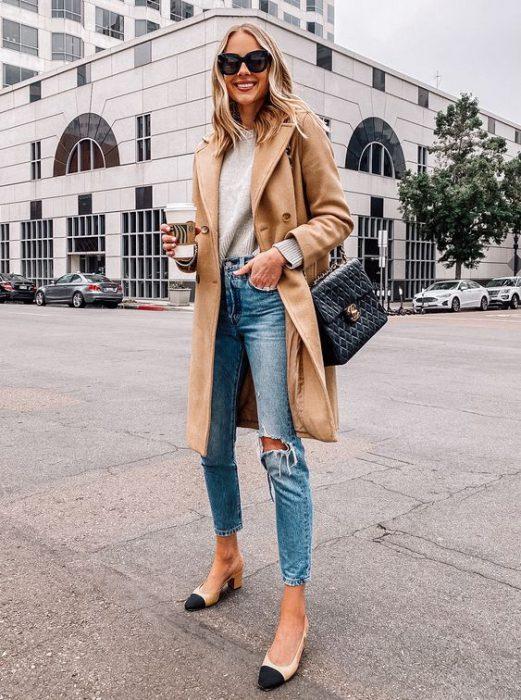 jeans roto y tapado beige