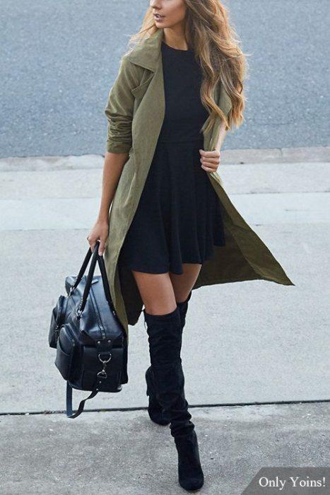 look con vestido y tapado vrede militar