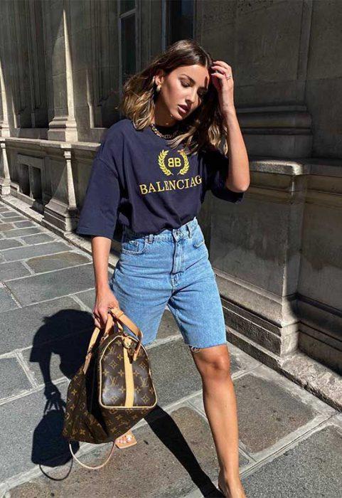 look informal con bermuda de jeans mujer