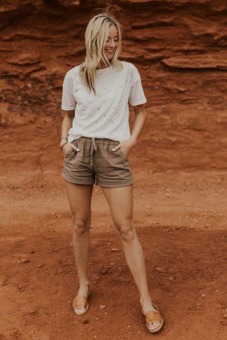look informal con short de lino beige