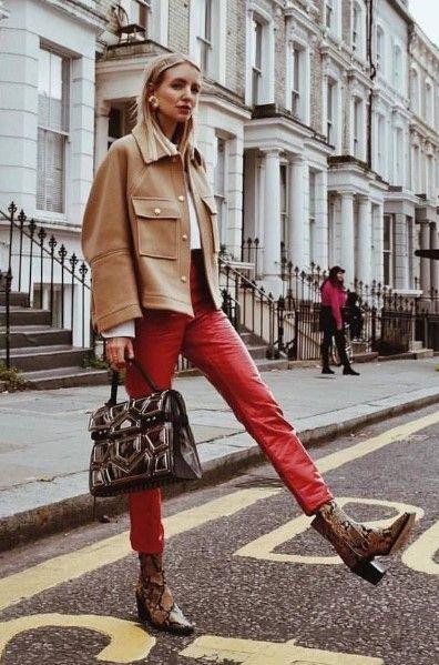 outfit casual con pantalon de cuero rojo