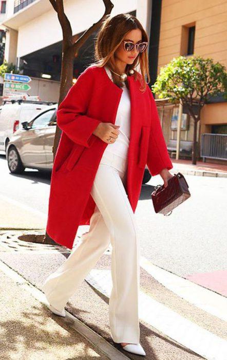 outfit formal blanco y rojo tapado