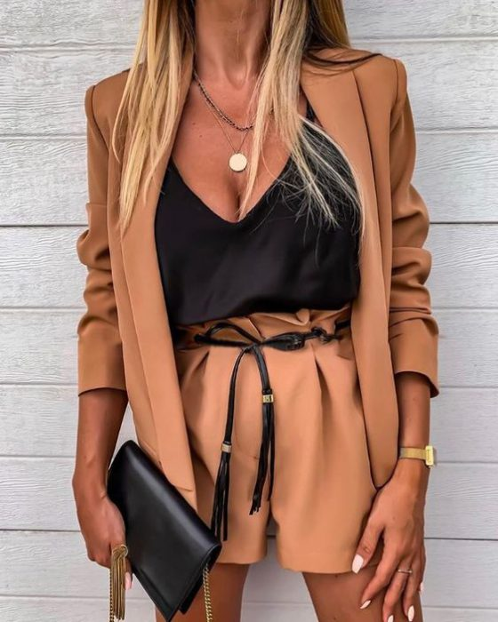 outfit formal con blazer y short