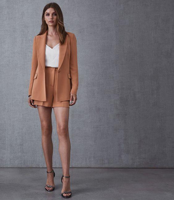 outfit formal con short y blazer