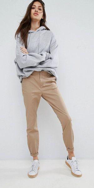 outfit informal con pantalon chino