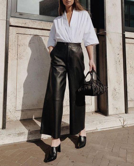 outfit para oficina con pantalon de cuero