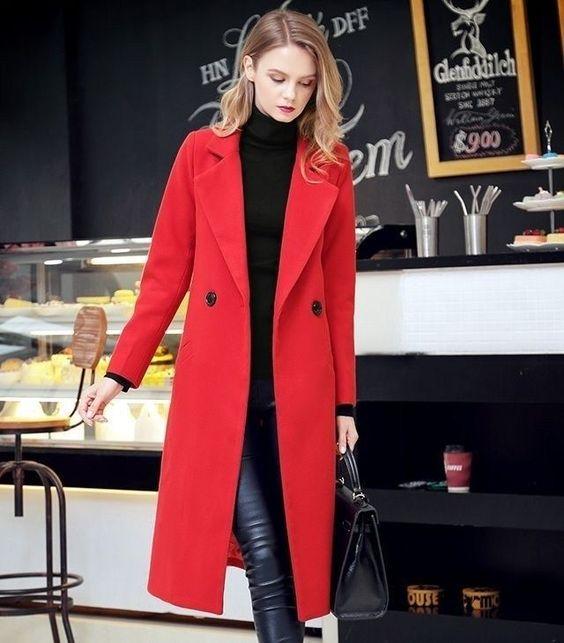 outfit urbano con tapado rojo
