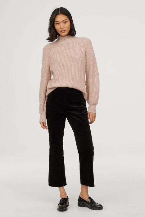 pantalon de terciopelo para mujer negro con sweater