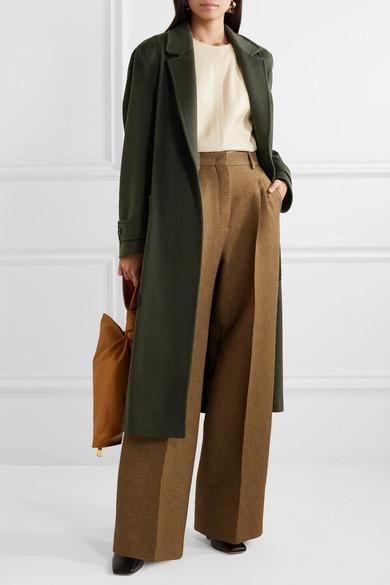 pantalon de vestir con tapado verde militar