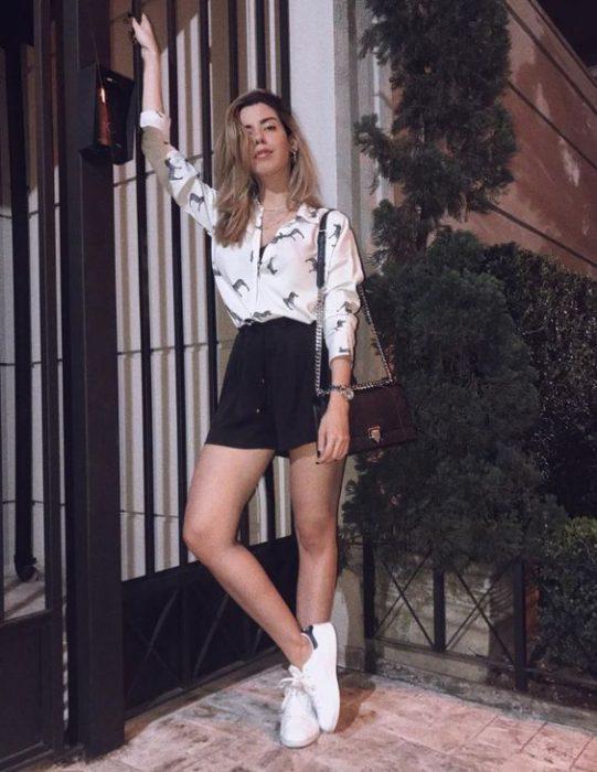short de lino negro y camisa juvenil