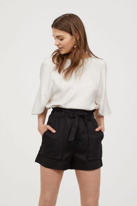 short negro de hilo con blusa