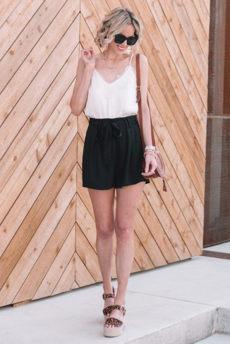 short negro de lino y blusa lencera