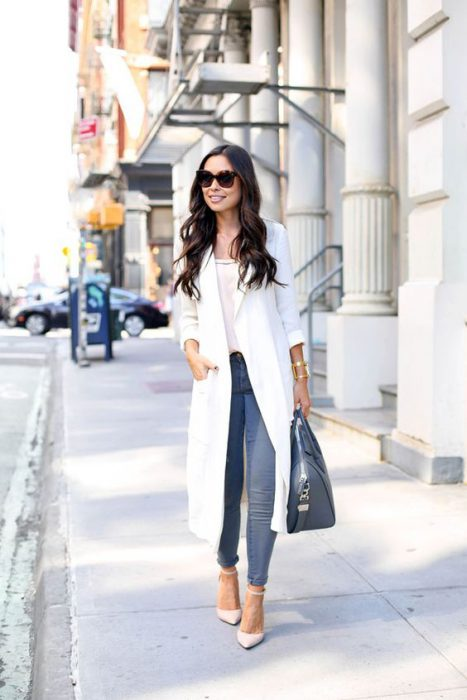 tapado blanco largo con jeans