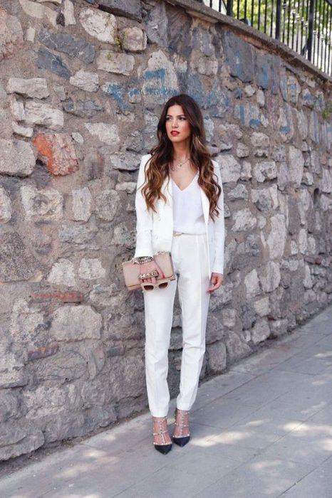 traje blanco mujer