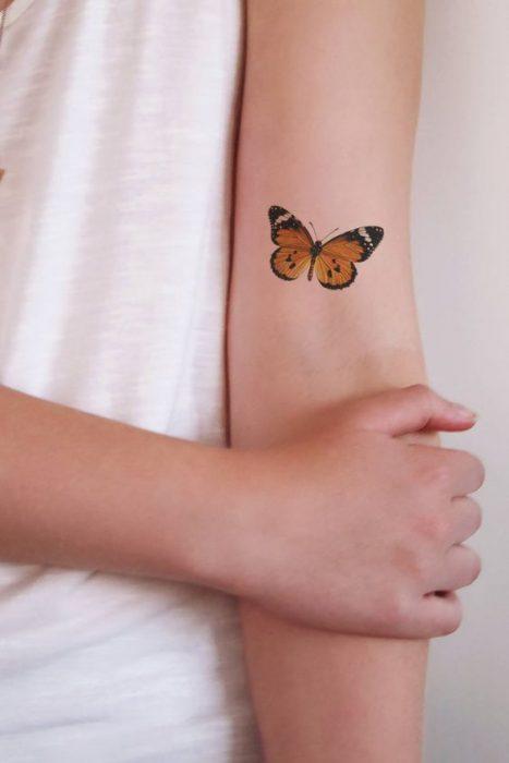 Tatuajes de Mariposa monarca en brazo