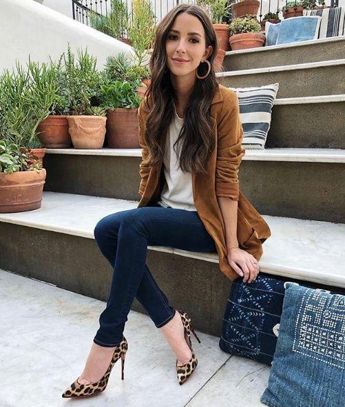 blazer gamuzado marron con jeans