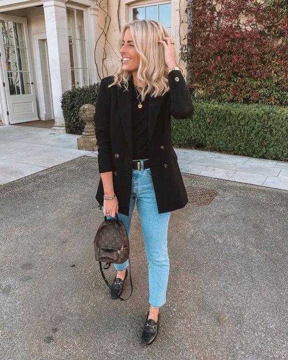 blazer negro con jeans