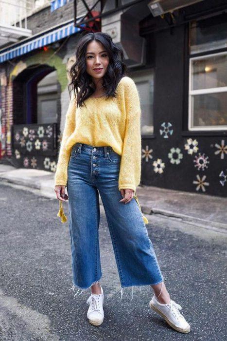 jeans holgados y sweater
