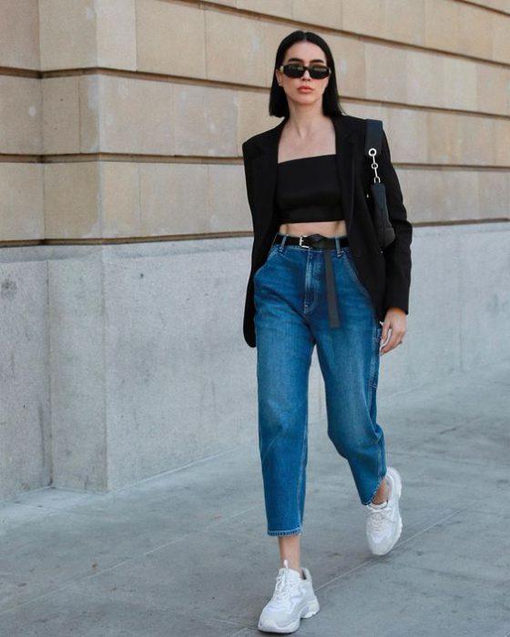 jeans mom y blazer negro