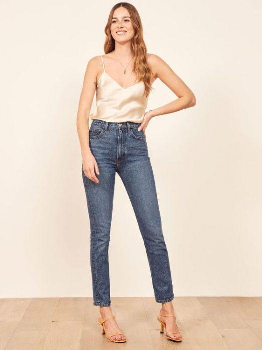 jeans recto y blusa lencera