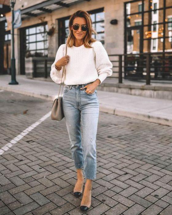jeans recto y polera tejida
