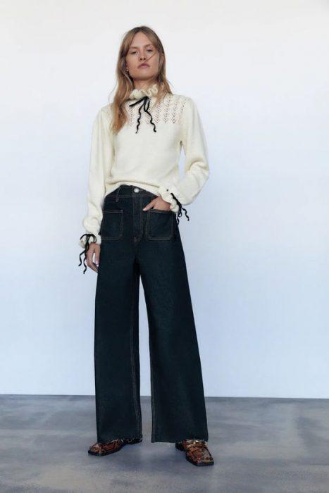 look formal con jeans ancho y sweater polera