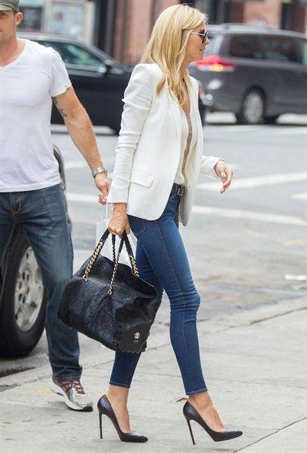 look formal con jeans y blazer blanco