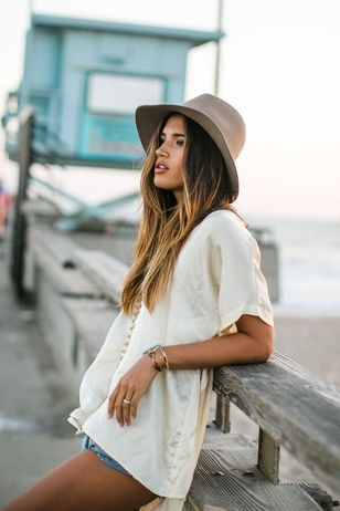 look informal casual con sombrero mujer