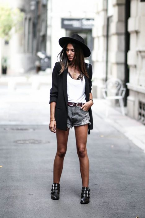 look moderno con fedora sombrero mujer
