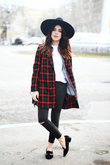 look otonal con sombrero mujer
