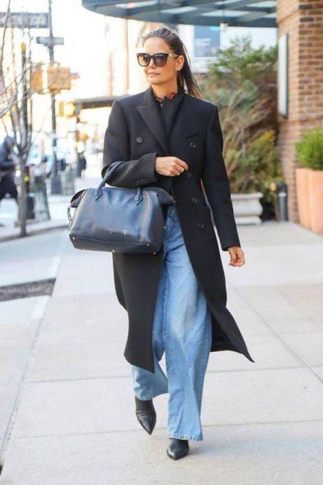 look para la oficina con jeans holgado