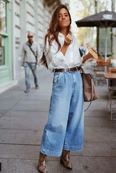 outfit con camisa y jeans ancho