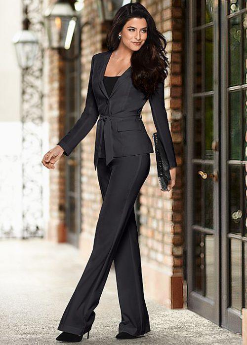 outfit moderno y formal para senoras con trajes