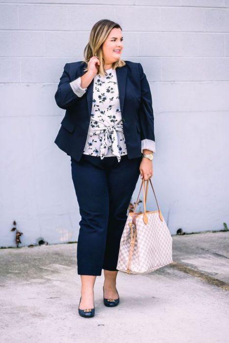 outfit para mujer con traje en talle grande