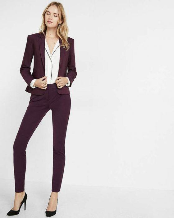 pantalon de vestir ajustado y blazer mujer