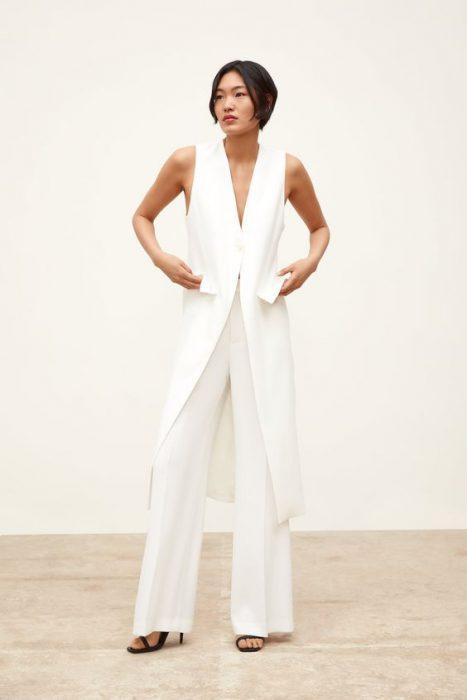 pantalon de vestir ancho y chaleco largo