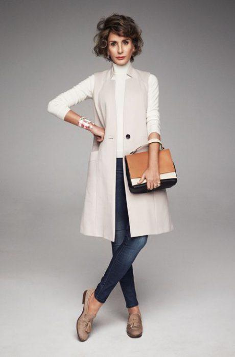 sweater blanco con chaleco largo