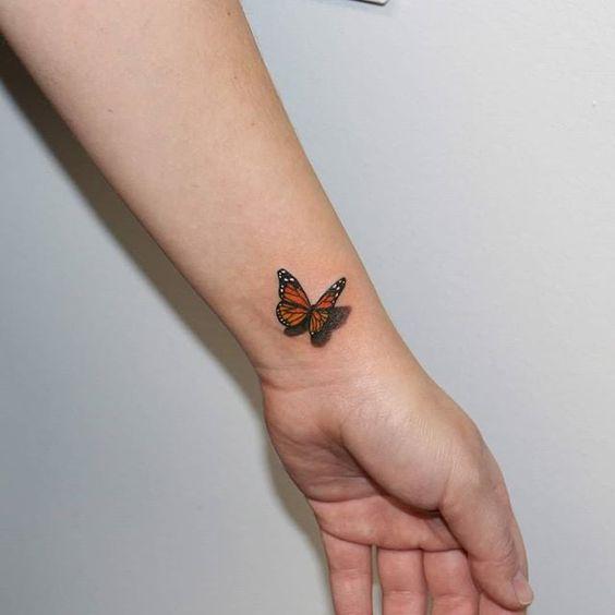 tatuaje mariposa en monarca en muneca