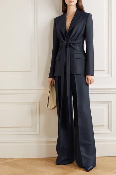 traje azul ejecutivo mujer