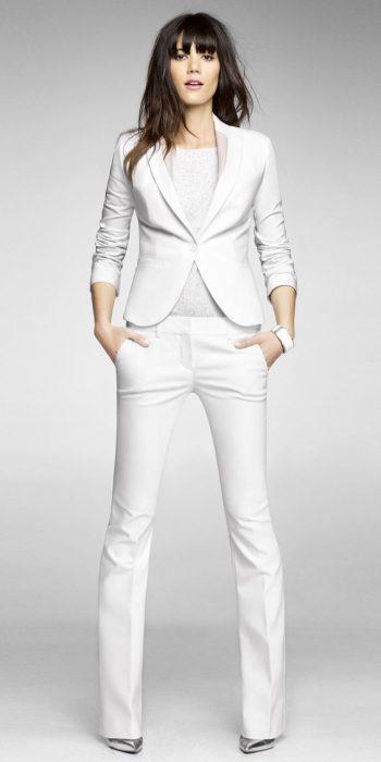 traje blanco clasico mujer