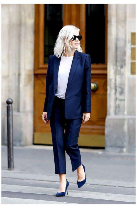 traje clasico azul mujer
